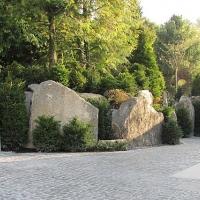 Einfahrt mit Felsgestaltung Rückersdorf