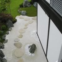 Zen Garten mit Trittplatten Jena
