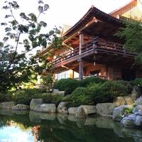 Japanischer Garten mit Koiteich Oberbayern