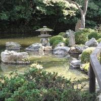 Schneelaterne im japanischen Garten